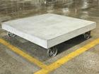 Ratastel diivanilaud Cement 80x80 cm
