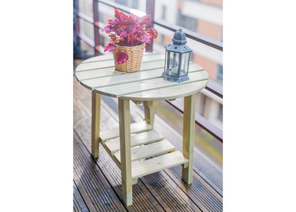 Puinen parvekepöytä