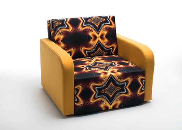 Nojatuoli vuodevaatelaatikolla