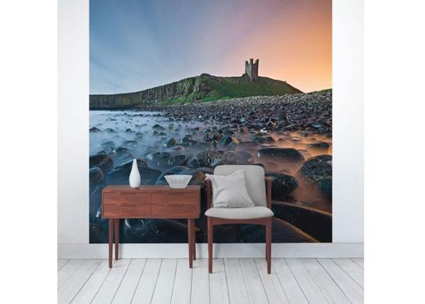 Fleece-kuvatapetti Sunrise with mist at Dunstanburgh Castle