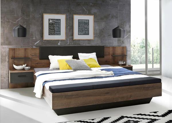 Sänky 140x200 cm ja 2 yöpöytää
