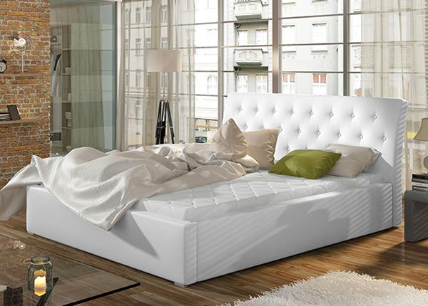Sänky vuodevaatalaatikolla