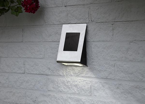 Seinävalaisin aurinkopaneelilla AA-152900