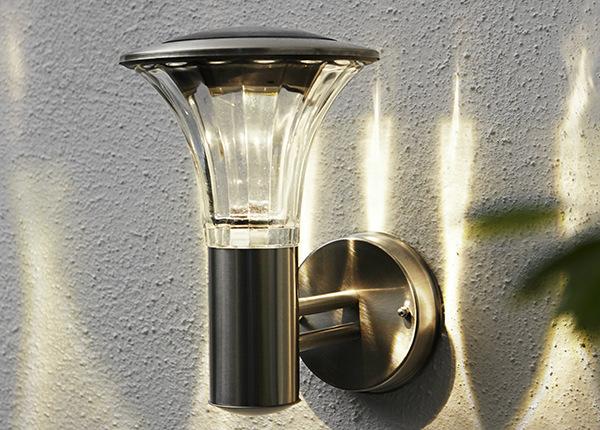 Seinälyhty aurinkopaneelilla