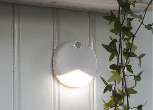 LED öölamp sensoriga