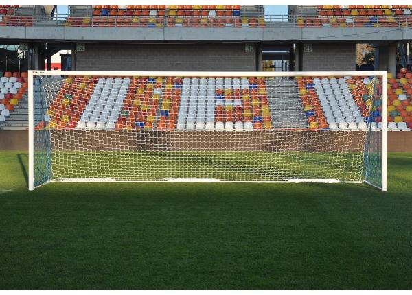 Jalgpallivärav liigutatav 7,32 x 2,44 m vasturaskusega 3 x 50kg