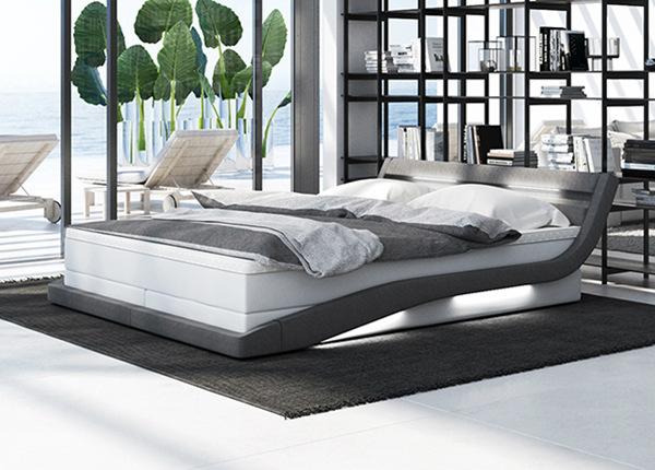 LED valgustusega voodi + madrats 180x200 cm AY-208986