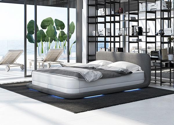 LED valgustusega voodi + madrats 180x200 cm