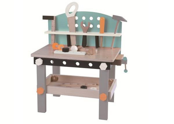 Деревянный стол для инструментов