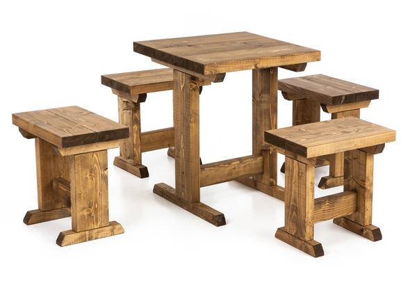 Puurhapöytä ja 4 penkkiä