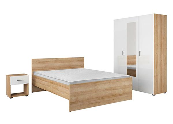 Sänky 160x200 cm, vaatekaappi, yöpöytä