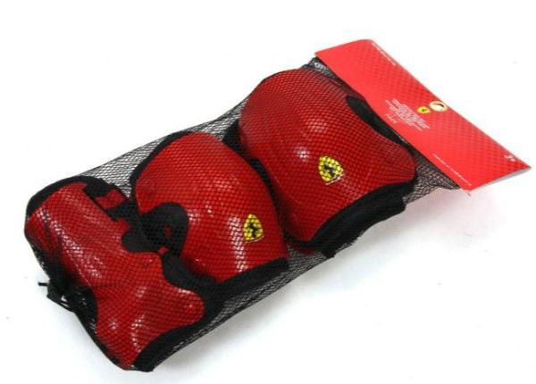 Ferrari suojussetti, punainen L