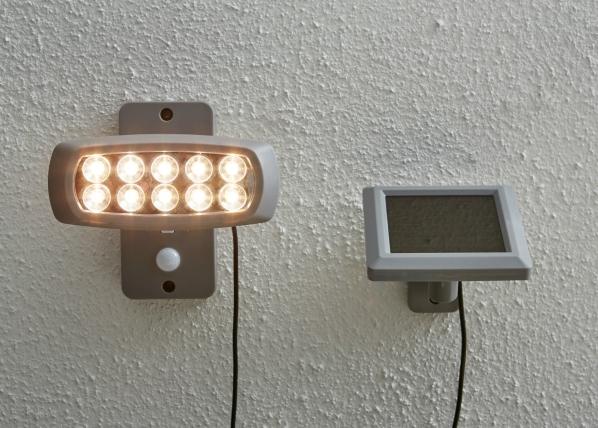 Seinävalaisin aurinkopaneelilla AA-109500