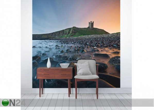 Fleece-kuvatapetti Sunrise with mist at Dunstanburgh Castle ED-143557