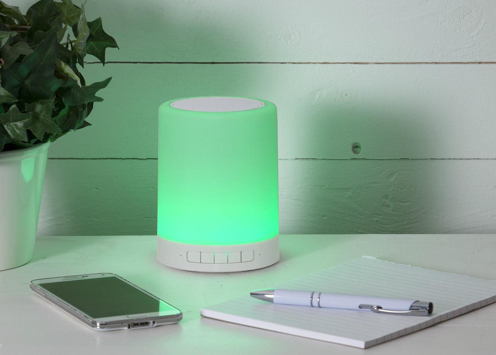 Kaiutin+LED valaisin kosketustoiminnolla