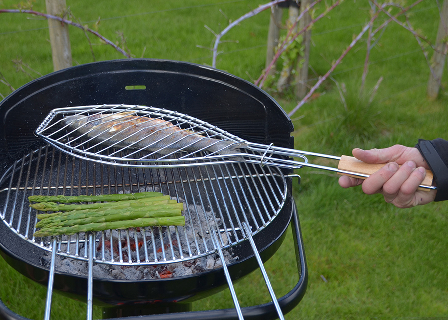 Grillaushalsteri kalalle BARBECOOK FSC 66x14 cm
