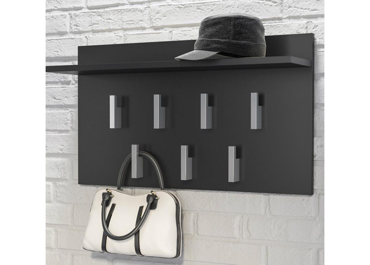Seinänaulakko hattuhyllyllä