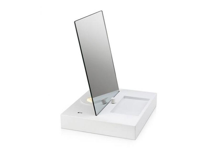 Meikkipeili LED valolla ja USB pistorasialla
