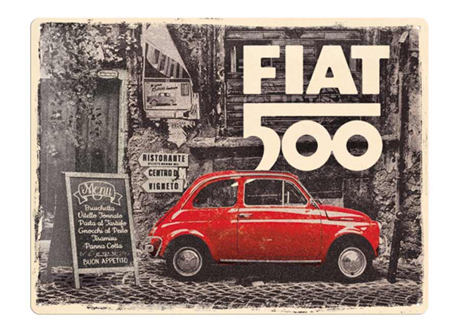 Retrotyylinen metallijuliste Fiat 500 - Red Car In The Street 30x40 cm